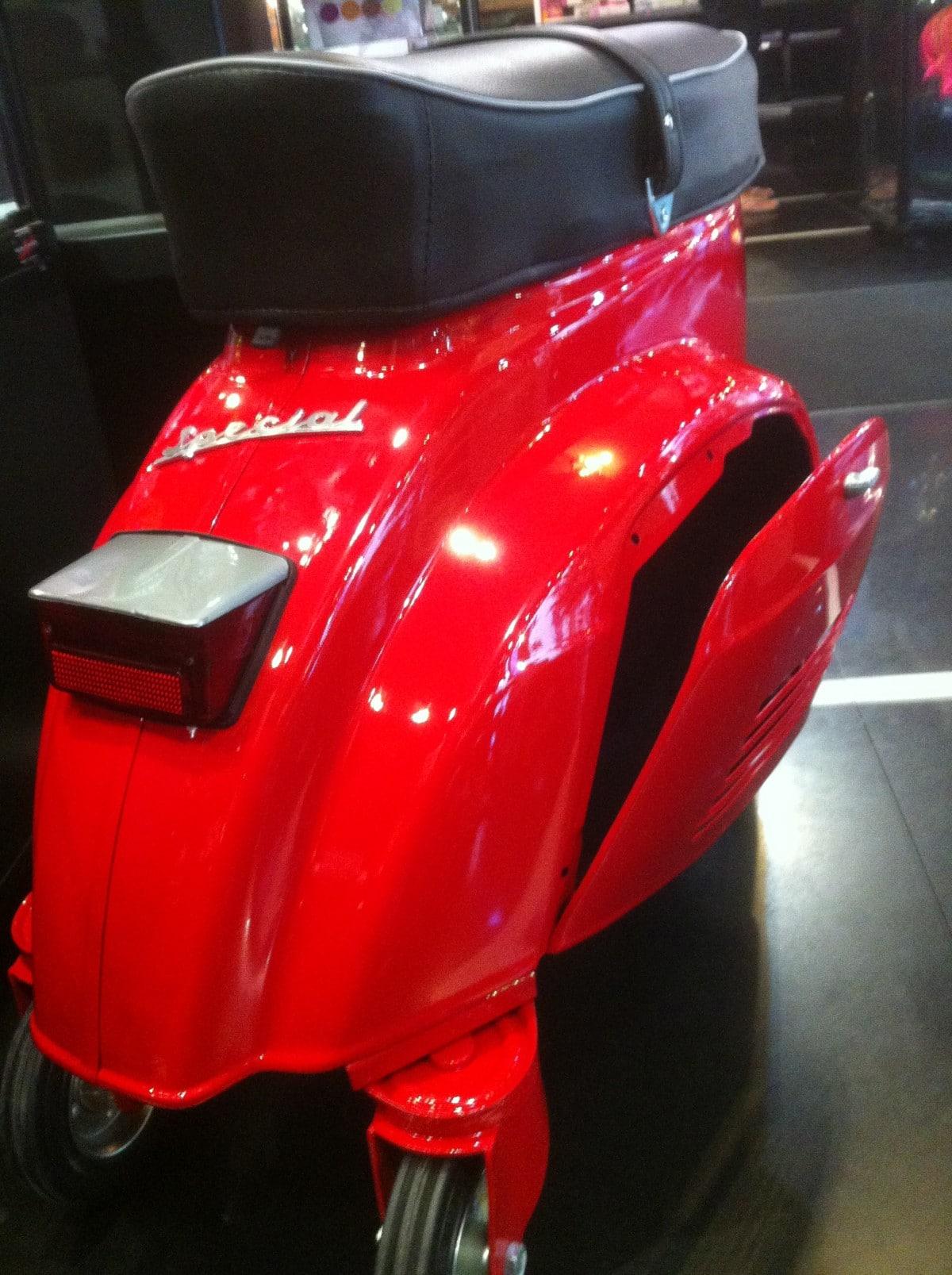 Vespa Wheeled Stool FerrariRed Rear opened