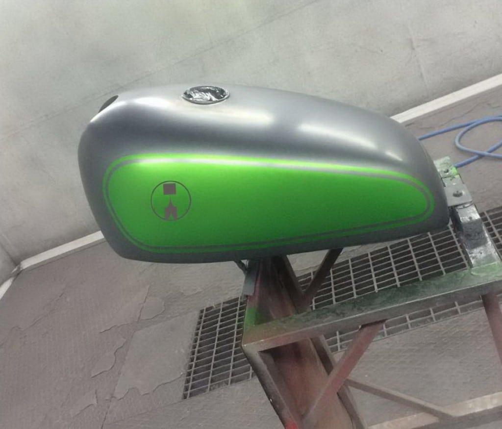 Kawasaki_ZR7_Tank_Ready